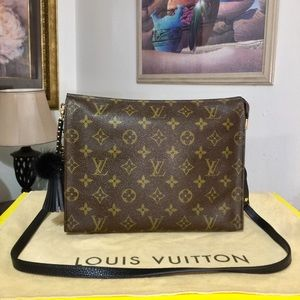 Louis Vuitton Pouch 26 Shoulder Bag 💼 821/